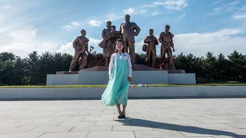 farmers statues kp northkorea dprk nordkorea nampo southpyongan
