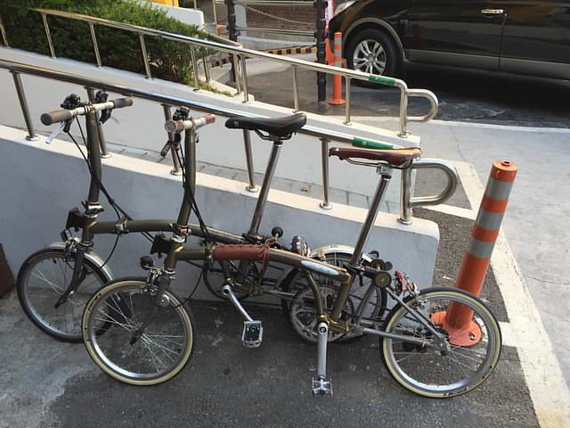 #서울 에 사니 이제 서울에서 #브롬이 타는 친구들 오랜만에 만남 #브롬톤 #로우락커 #미니벨로 #minivelo #brompton #england #handmade #bicycle #rawlacquer #foldingbike #brookssaddle #brooks #swallow
