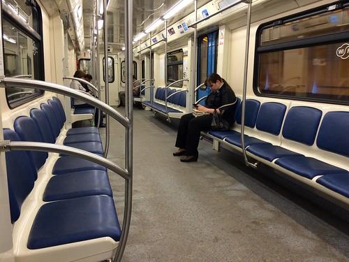 """На станции метро """"Пражская"""" пассажиров высадили через кабину машиниста"""