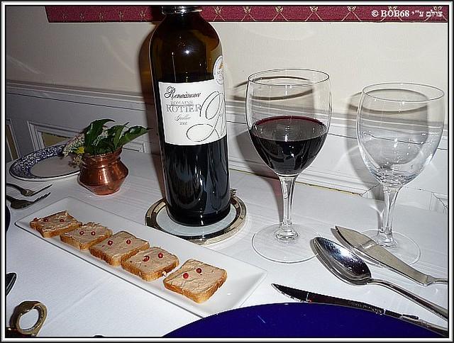 טוסטונים עם פטה בארוחת הערב ב- Domaine de Rasigous