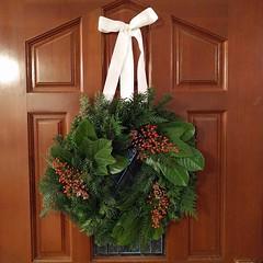 #naturepalexchange #homeschool #christmas #craft sent to @alicia_howard ... #DIY #freshwreath #foundforaged #wreath #evergreen #greenery #douglasfir #westernredcedar #fern #bayberry #hydrangea #leaf #pinecone #acorncap #redberry #ribbon