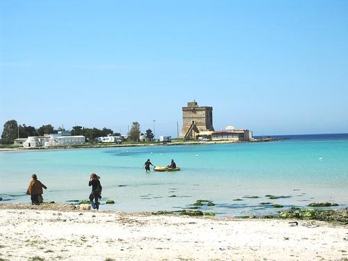 spiaggia e torre di sant'Isidoro