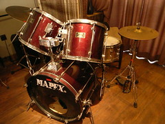 drummer(0.0), musician(0.0), hand drum(0.0), tom-tom drum(1.0), percussion(1.0), bass drum(1.0), timbale(1.0), snare drum(1.0), drums(1.0), drum(1.0), timbales(1.0), skin-head percussion instrument(1.0),