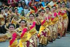 sports(0.0), samba(0.0), event(1.0), performing arts(1.0), folk dance(1.0), entertainment(1.0), dance(1.0),