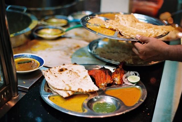 Naan bread & tandoori chicken