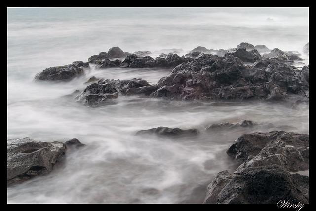 Playa de arena negra de Vila Franca do Campo - Rocas y olas. Foto de 6 segundos