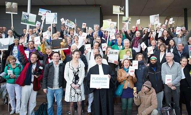 眾人在勝訴時展開笑顏。(來源:Chantal Bekker/Urgenda)