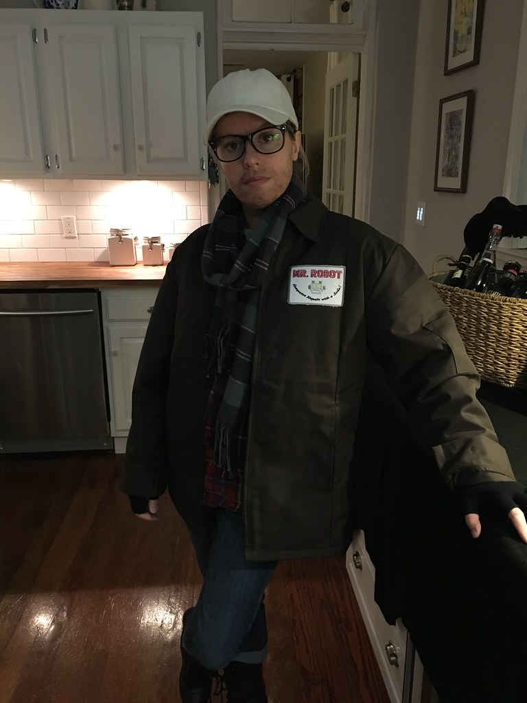 Make your own diy mr robot costume this halloween old town home when elliot and mr robot were face to face like in the show out costumes seemed to work out pretty well solutioingenieria Gallery