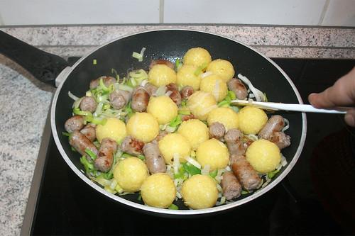 23 - Knödel ebenfalls mit anbraten / Braise dumplings