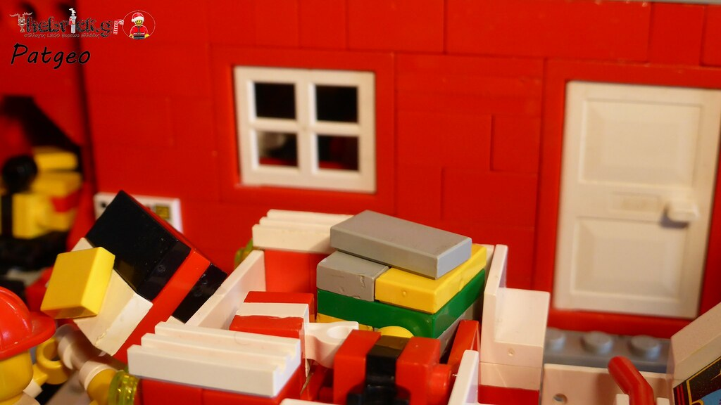 "[BuildtheBrick #2]: ""Santa's Workshop"" 23524765172_b84a7a35c0_b"