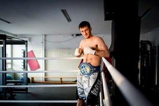 Europameister Mikhalkin kämpft gegen den Hugo Kasperski
