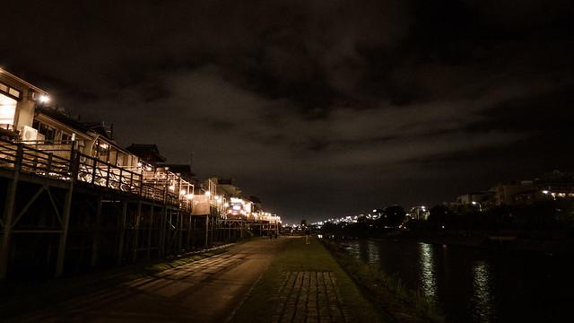 雨上がりの夜の京都