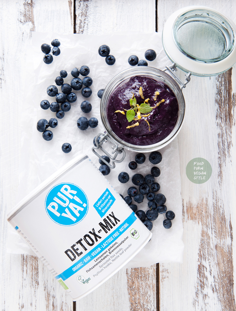 5-minute blueberry jam with PUR YA! DETOX-MIX