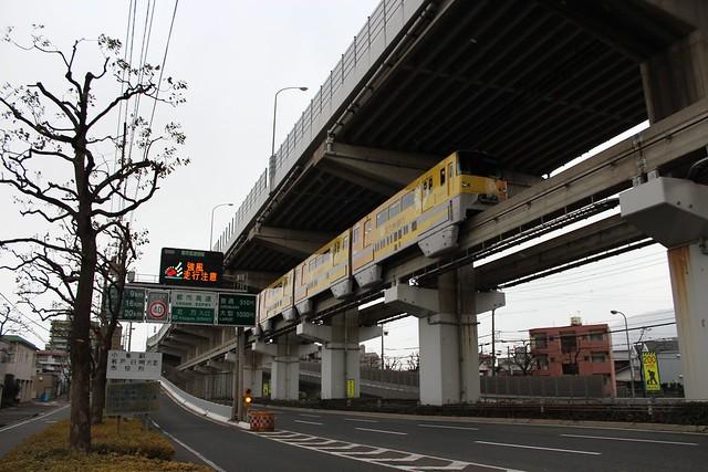 北九州モノレールと都市高速道路