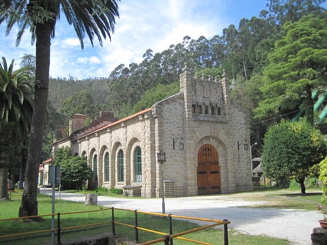 Edificio Tambre I en el área recreativa Central Hidroeléctrica del Tambre