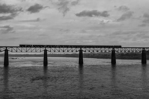 bridge blackandwhite india trains narmada indianrailways madhyapradesh omkareshwar mhow metergauge