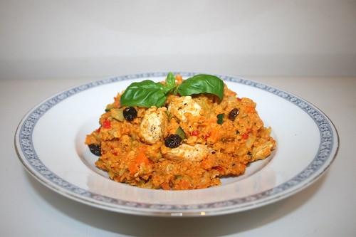 57 - Couscous with vegetable & chicken - Side view / Couscous mit Gemüse & Hähnchen - Seitenansicht