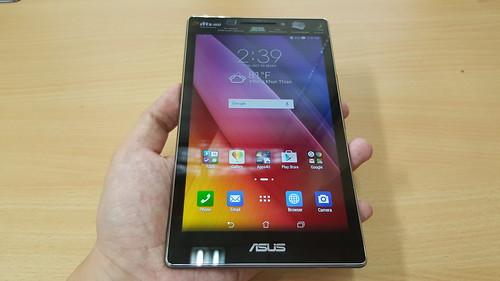 ขนาดของ ASUS ZenPad 7.0 (Z370CG) ขนาดพอดีมือ
