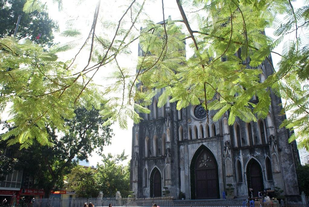 La Cathédrale Saint Joseph construite dans le style néogothique (Notre Dame n'est pas loin) à Hanoi.