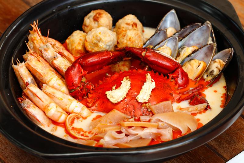 lucky king bun seremban Dragon Tiger Seafood Pot