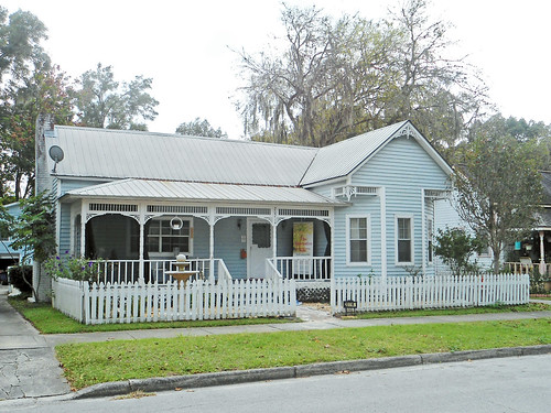 house architecture fence florida victorian gingerbread porch picketfence dunnellon assistedlivingfacility