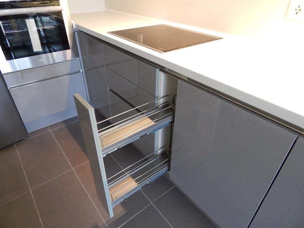 Muebles de cocina gris perla sin tirador - cocinasalemanas.com