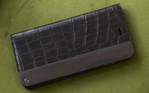 UUNIQUE Wooden Case with Maxi Croc iPhone_01