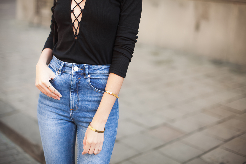 high-waisted-mom-jeans-outfit-blog