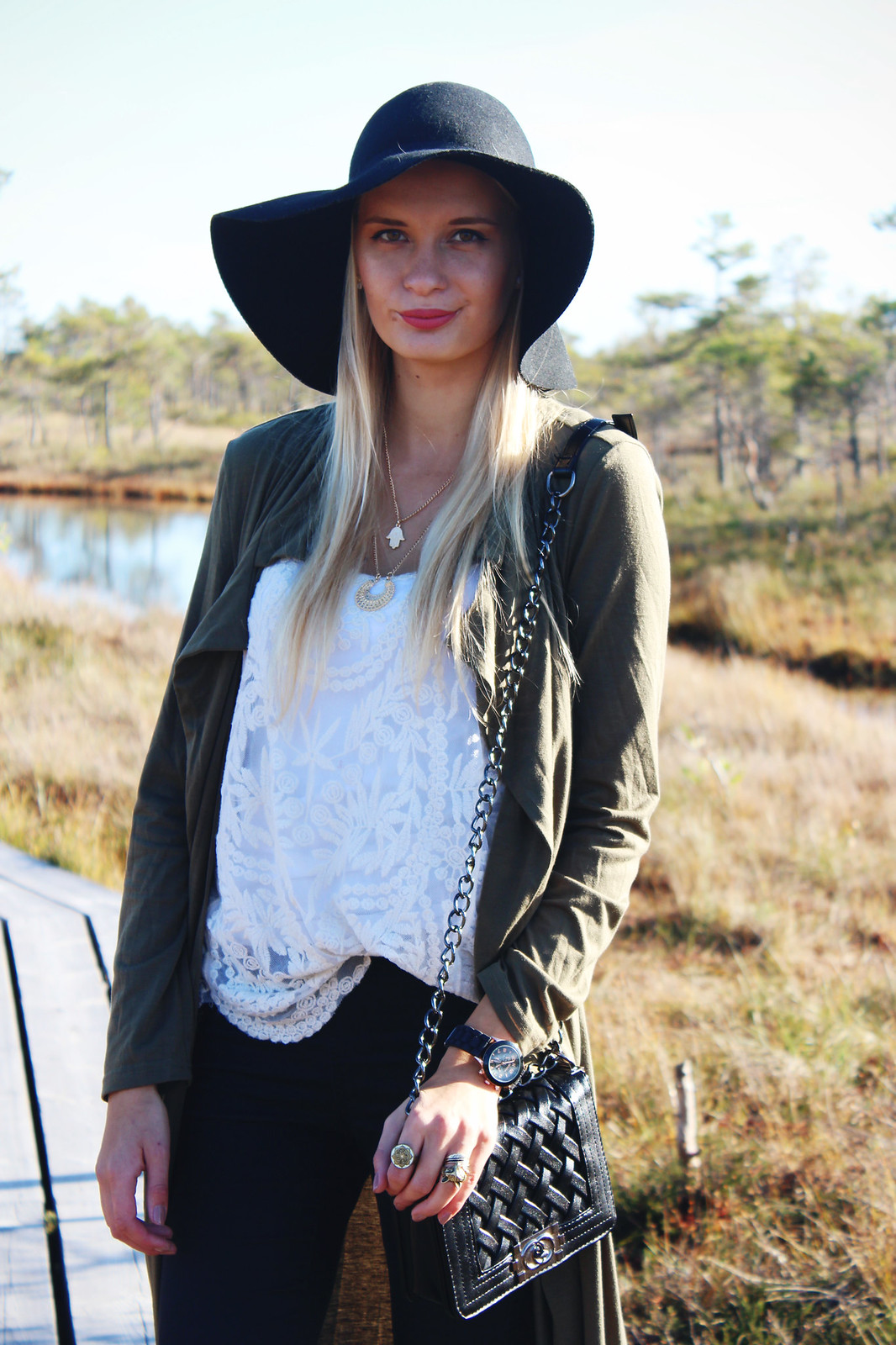 floppy hat autumn outfit