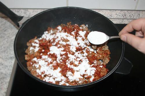 03 - Mit Mehl bestäuben / Dredge with flour