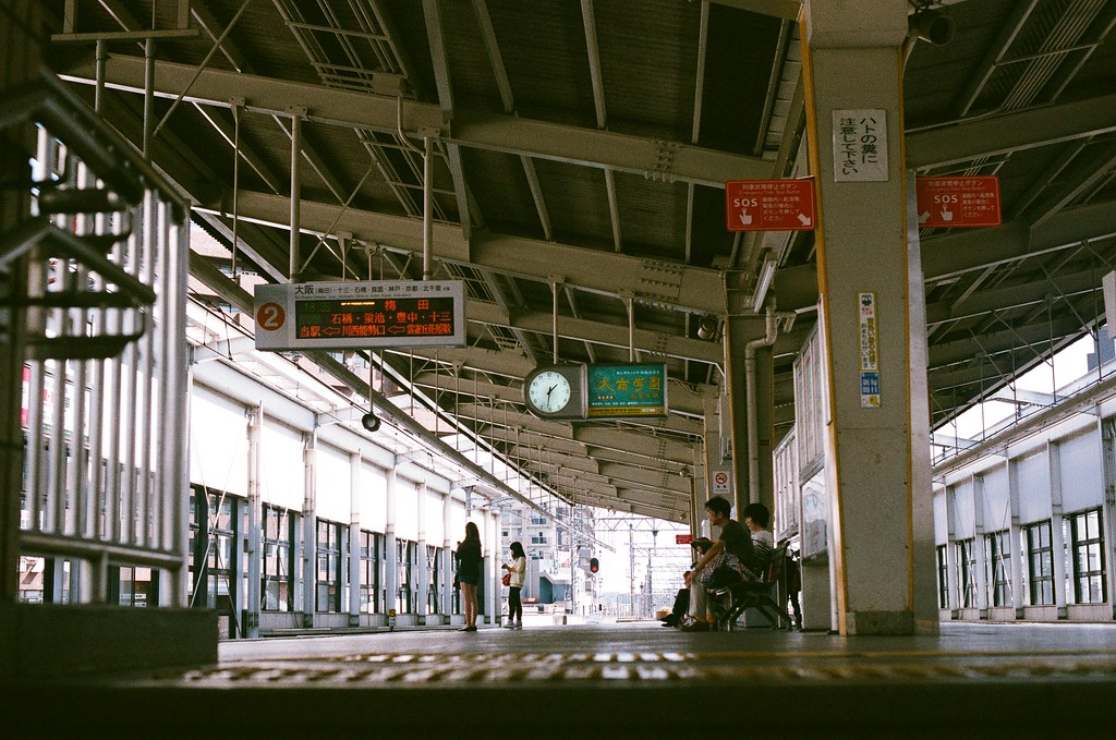 池田駅 月台 大阪 Osaka 2015/09/22 池田駅月台,等車回去大阪!  Nikon FM2 Nikon AI Nikkor 50mm f/1.4S AGFA VISTAPlus ISO400 0945-0025 Photo by Toomore