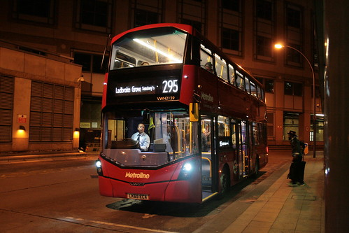 Metroline West VWH2139 on Route 295, Hammersmith