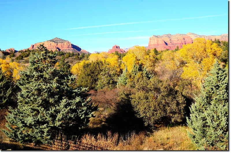 Overlooking northeast onto Bell Rock & Courthouse Butte from Red Rock Ranger Station & Visitor Center 1