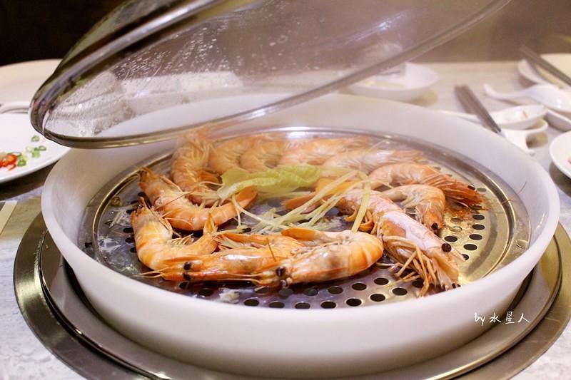 32094318805 662f76eef3 b - 熱血採訪 | 台中西屯【海雲 蒸氣鍋物】蒸食活體海鮮水產再升級,裝潢講究有氣氛,全程桌邊服務