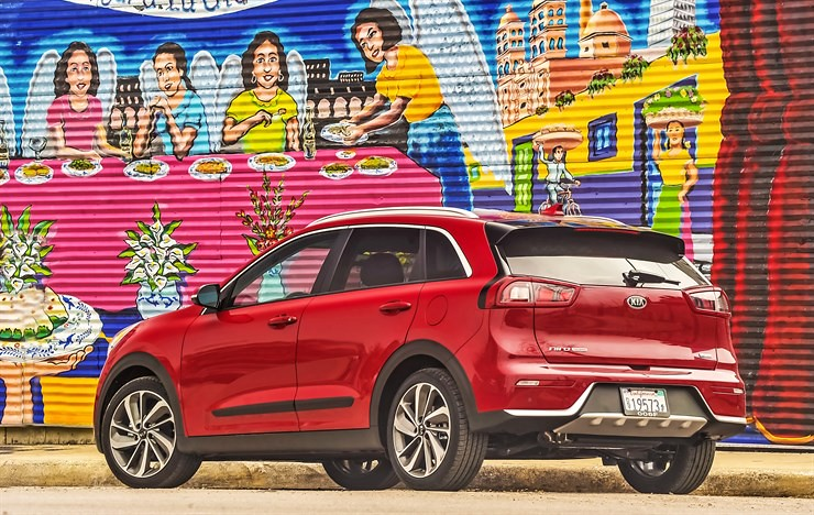 2017 Kia Niro: A New Hybrid Hero