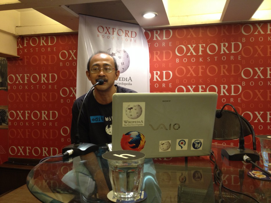 Santanu Chandra at Wikilearnopedia 2015 at Oxford Bookstore Kolkata, India