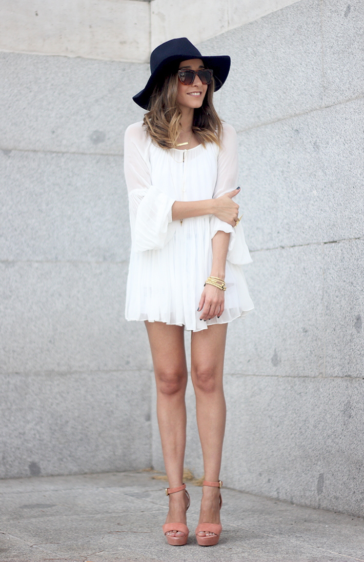 Blue Hat WHite Blouse Pink Pale Wedges Outfit05