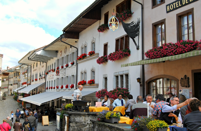 Gruyere Villa_ Switzerland (05)