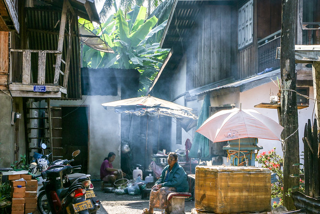 People on an alley way in the morning, Luang Prabang, laos ルアンパバーン、朝の路地裏