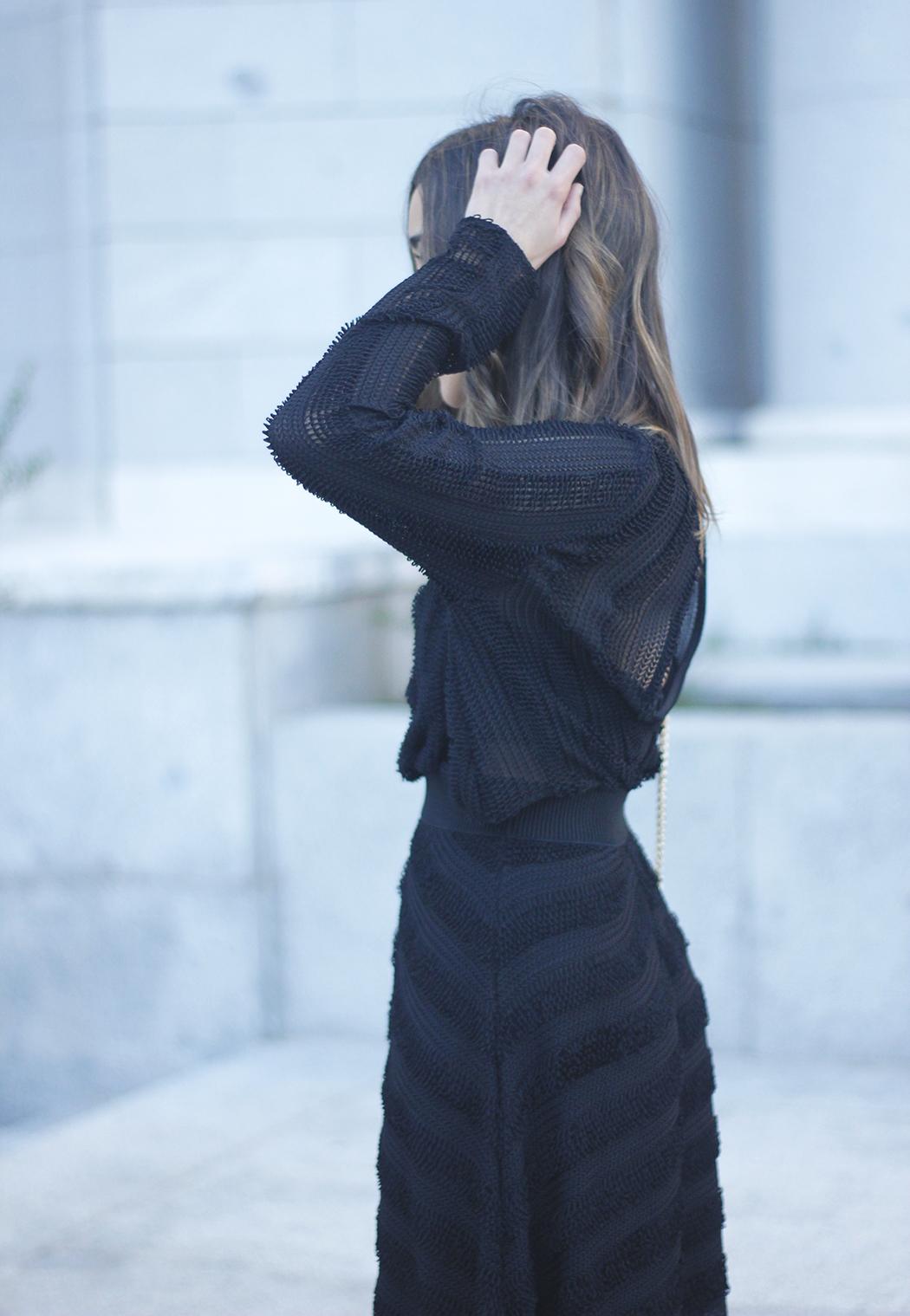 asymmetrical black dress uterqüe bag outfit streetstyle13