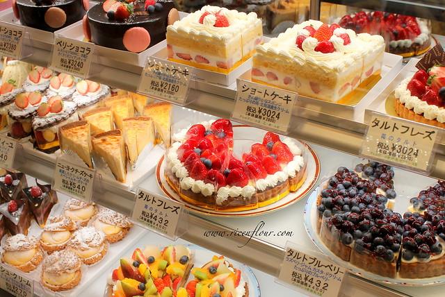 Strawberry Roll Cake Japanese Recipe: Japanese Fresh Fruit Cake Recipe