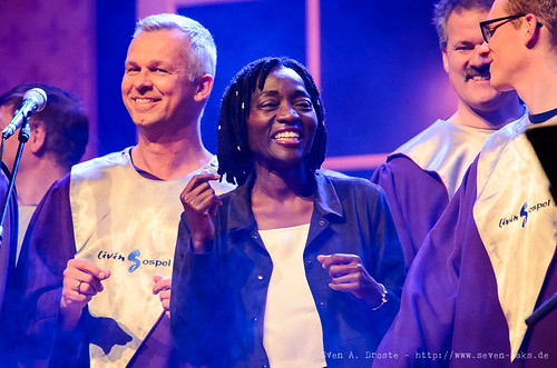 Auma Obama & Livingospel Choir / Höhner (SAD_20151209_NKN0277)