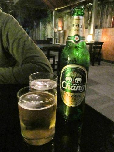 """Chiang Rai: une bonne Chang Beer. Le mot """"chang"""" signifie """"éléphant"""" en thaï."""