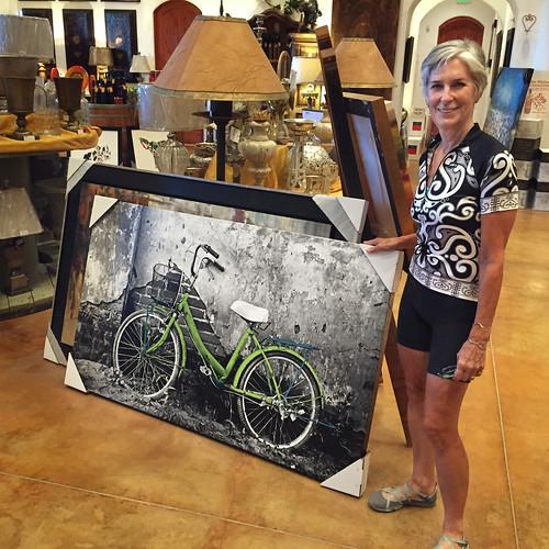 Tricia with bike art at winery Lodi Bike Summit 058