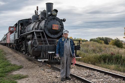 engineer steamlocomotive albertaprairie41 albertaprairiesteamtoursltd