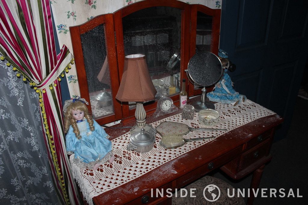 Behind the Scenes of Insidious & Crimson Peak at Halloween Horror Nights 2015