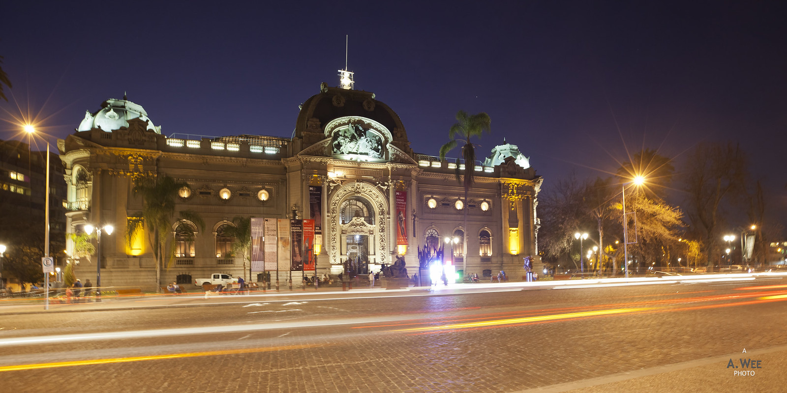 Museo de Bellas Artes at night