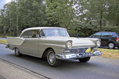 Ford Fairlane Club Victoria Hardtop 1957 (6312)