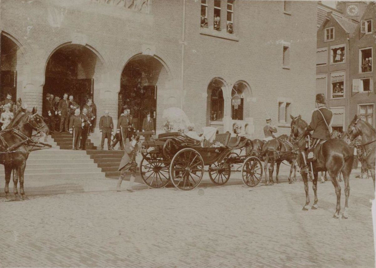 Opening of the Amsterdam Commodity Exchange, 1903