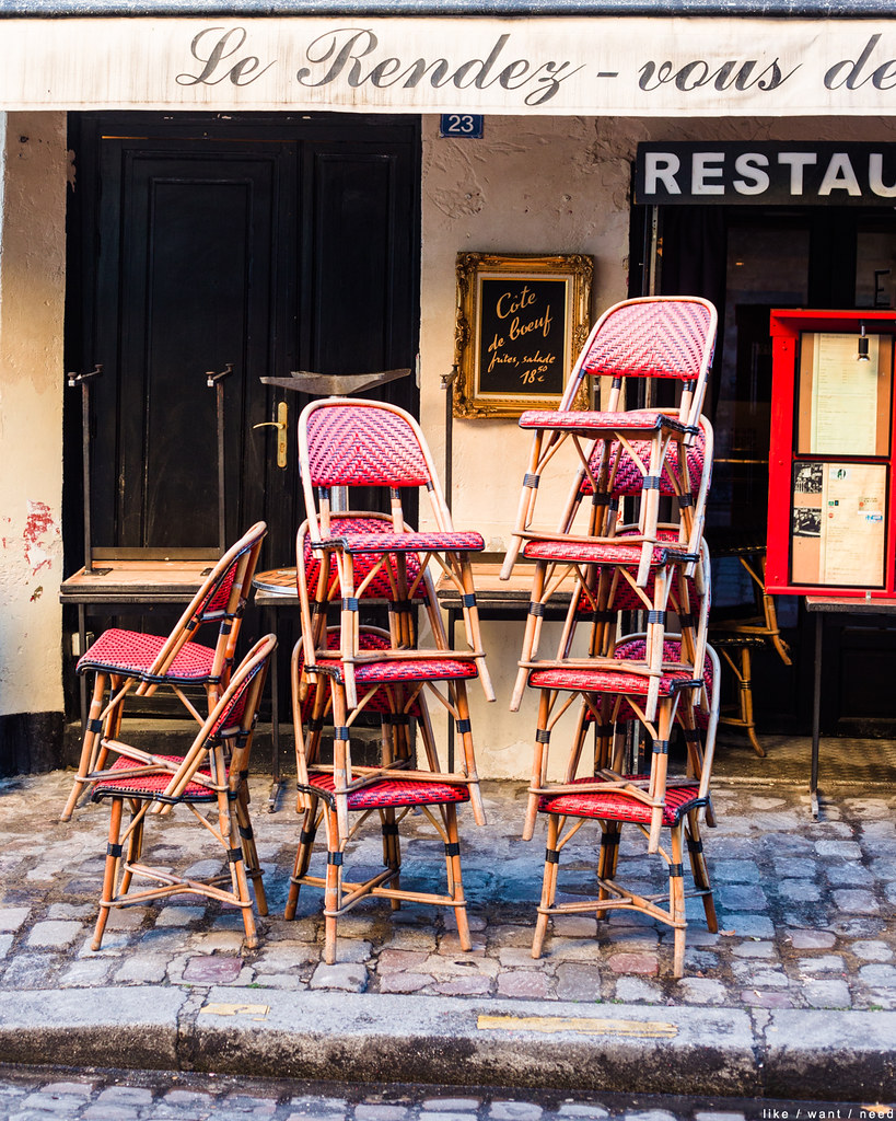 Chairs, Rue Gabrielle
